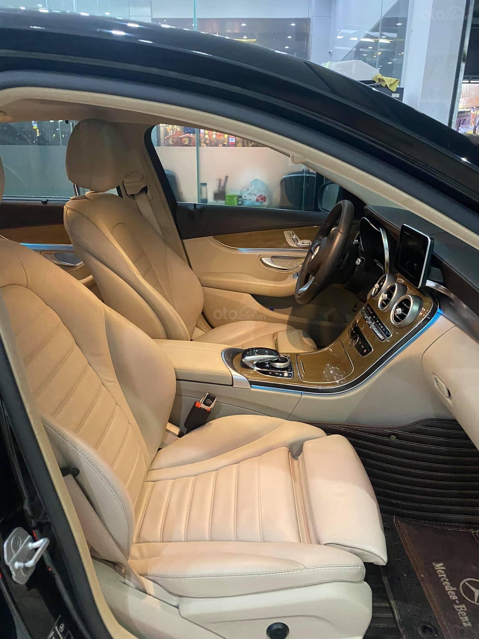 Bán xe Mercedes C250 Exclusive đời 2016, màu đen (4)