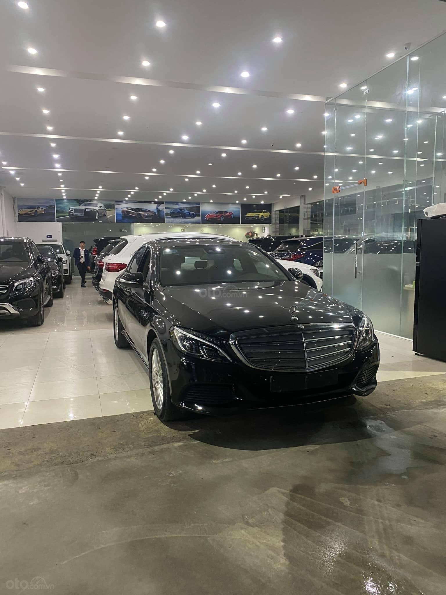 Bán xe Mercedes C250 Exclusive đời 2016, màu đen (1)