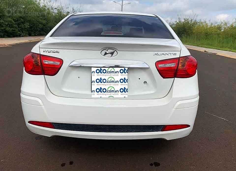 Bán xe Hyundai Avante sản xuất năm 2013, màu trắng còn mới, 380tr (3)
