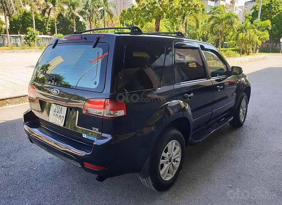 Cần bán xe Ford Escape sản xuất 2011, màu đen còn mới (2)
