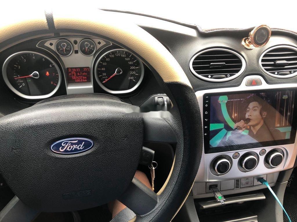Chính chủ bán ô tô Ford Focus 2011, màu bạc (5)
