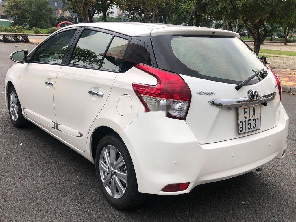 Cần bán xe Toyota Yaris sản xuất năm 2014, màu trắng, nhập khẩu (3)