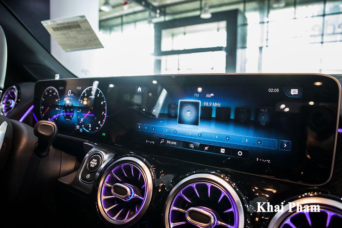 Ảnh chính diện Màn hình xe Mercedes-Benz GLB 200 AMG 2020
