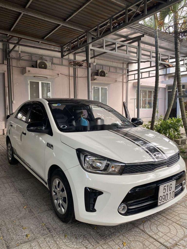 Cần bán gấp Kia Soluto năm sản xuất 2019, màu trắng, số sàn (3)