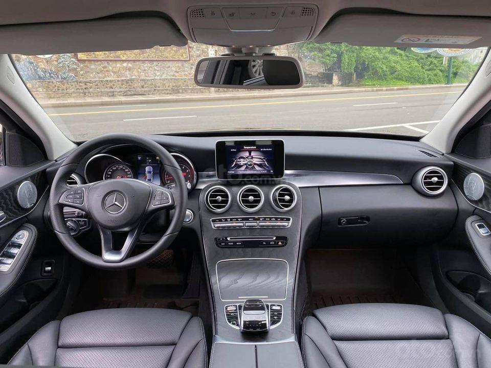 Hỗ trợ mua xe trả góp lãi suất thấp với chiếc Mercedes Benz C200 đời 2018, xe giá thấp, còn mới (6)