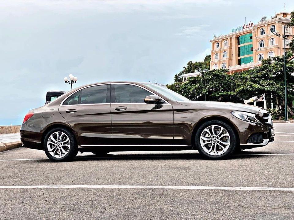 Hỗ trợ mua xe trả góp lãi suất thấp với chiếc Mercedes Benz C200 đời 2018, xe giá thấp, còn mới (1)