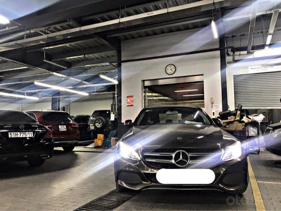 Hỗ trợ mua xe trả góp lãi suất thấp với chiếc Mercedes Benz C200 đời 2018, xe giá thấp, còn mới (2)