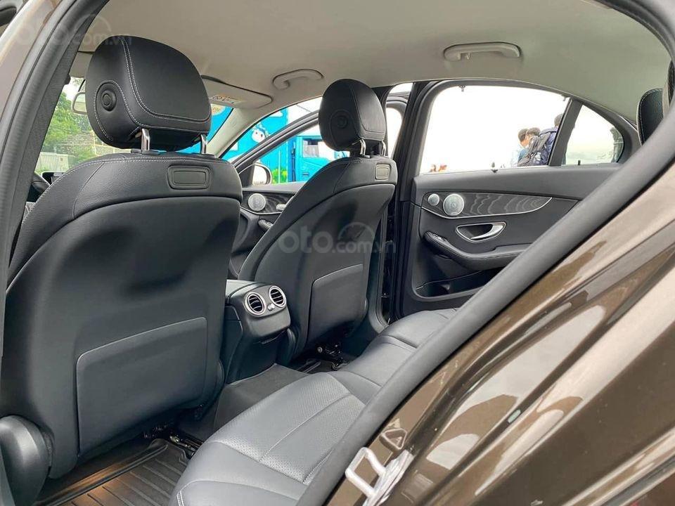 Hỗ trợ mua xe trả góp lãi suất thấp với chiếc Mercedes Benz C200 đời 2018, xe giá thấp, còn mới (9)