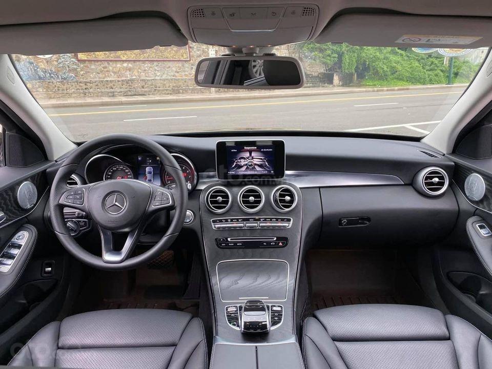 Hỗ trợ mua xe trả góp lãi suất thấp với chiếc Mercedes Benz C200 đời 2018, xe giá thấp, còn mới (7)