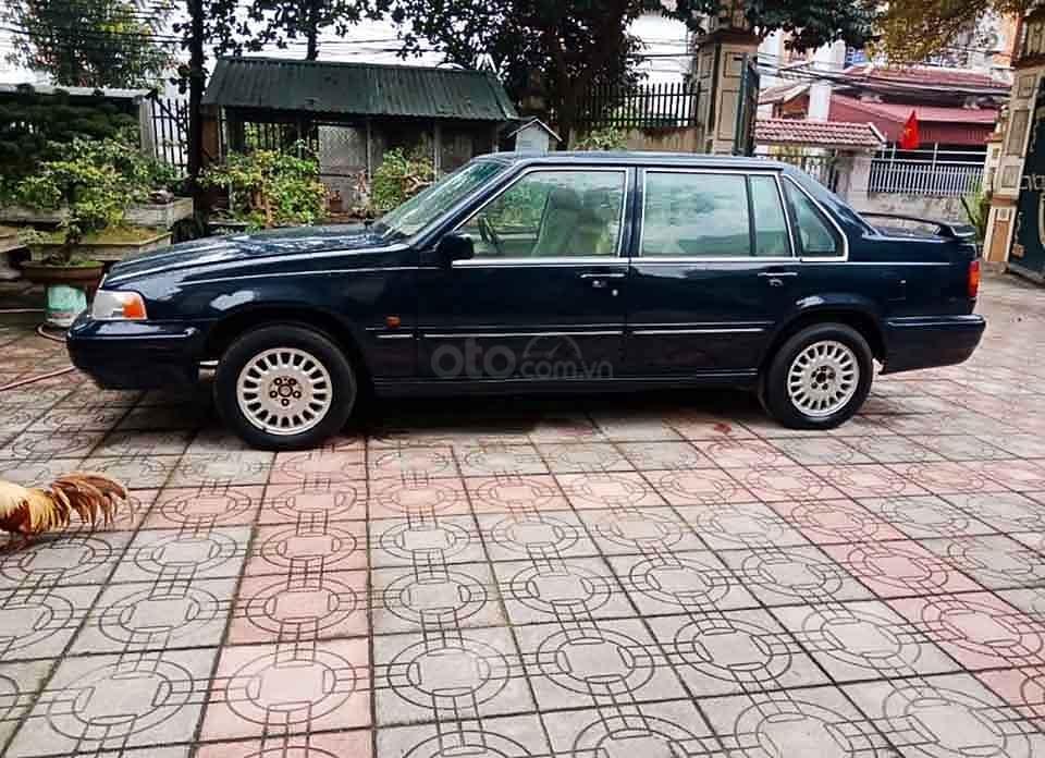 Cần bán xe Volvo 940 năm sản xuất 1994, màu đen, nhập khẩu nguyên chiếc xe gia đình, giá tốt (1)