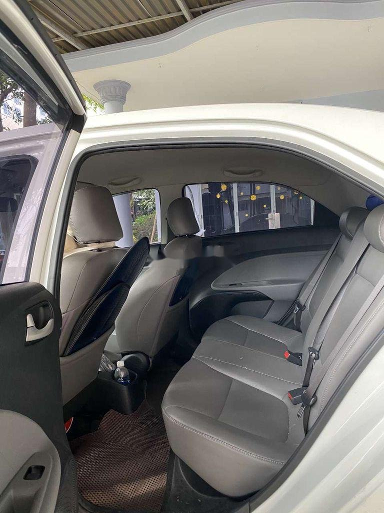 Cần bán gấp Kia Soluto năm sản xuất 2019, màu trắng, số sàn (7)
