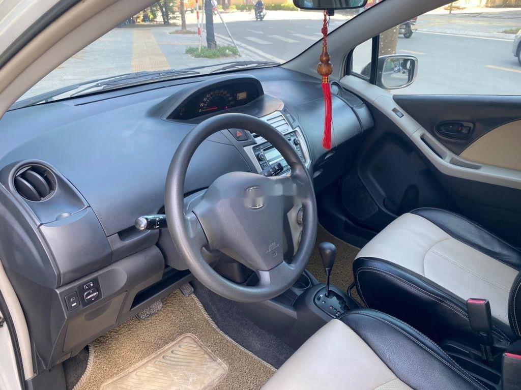 Cần bán gấp Toyota Yaris đời 2007, màu bạc, nhập khẩu nguyên chiếc (7)