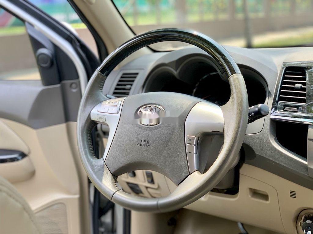 Bán xe Toyota Fortuner năm sản xuất 2012, màu bạc số tự động, BSTP, mới 95% (9)