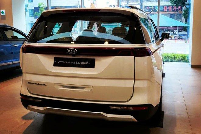 Đánh giá xe Kia Sedona 2021 về thiết kế đuôi xe - Ảnh 2.