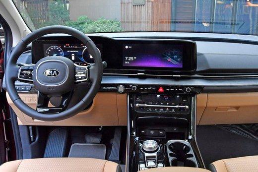 Đánh giá xe Kia Sedona 2021 về không gian nội thất.