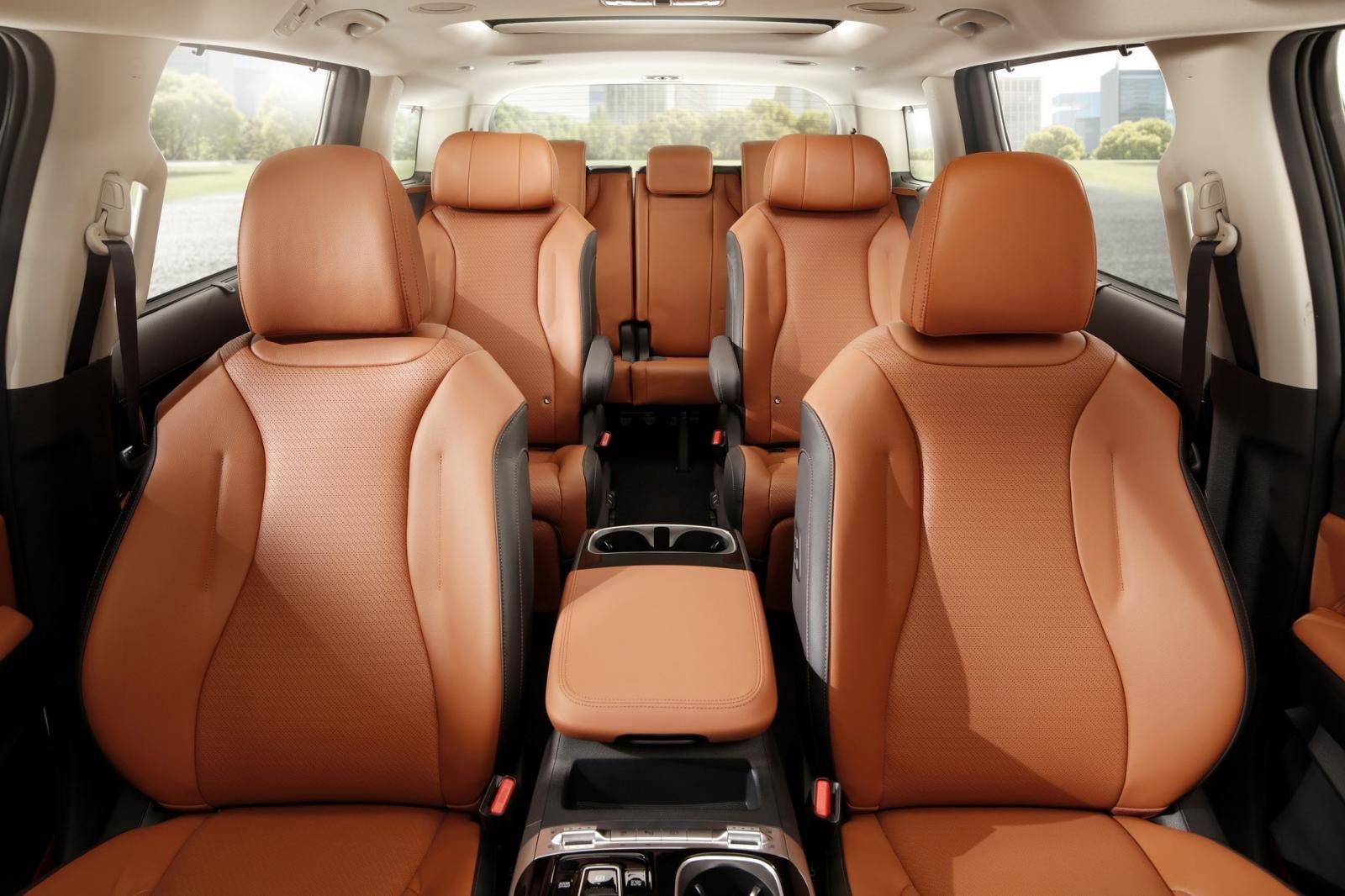 Đánh giá xe Kia Sedona 2021 về không gian ghế ngồi.