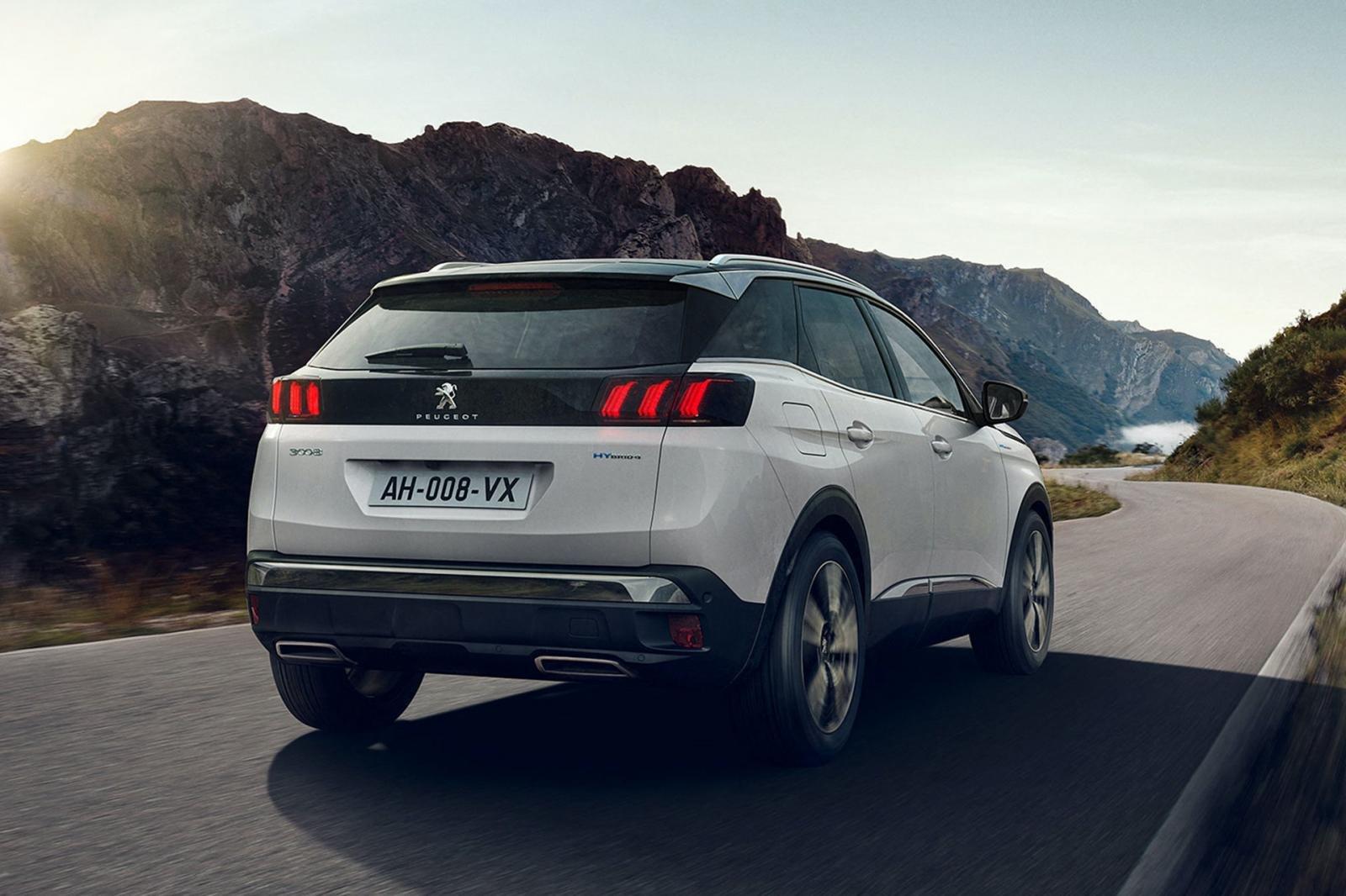 Đánh giá xe Peugeot 3008 2021 về thiết kế đuôi xe.
