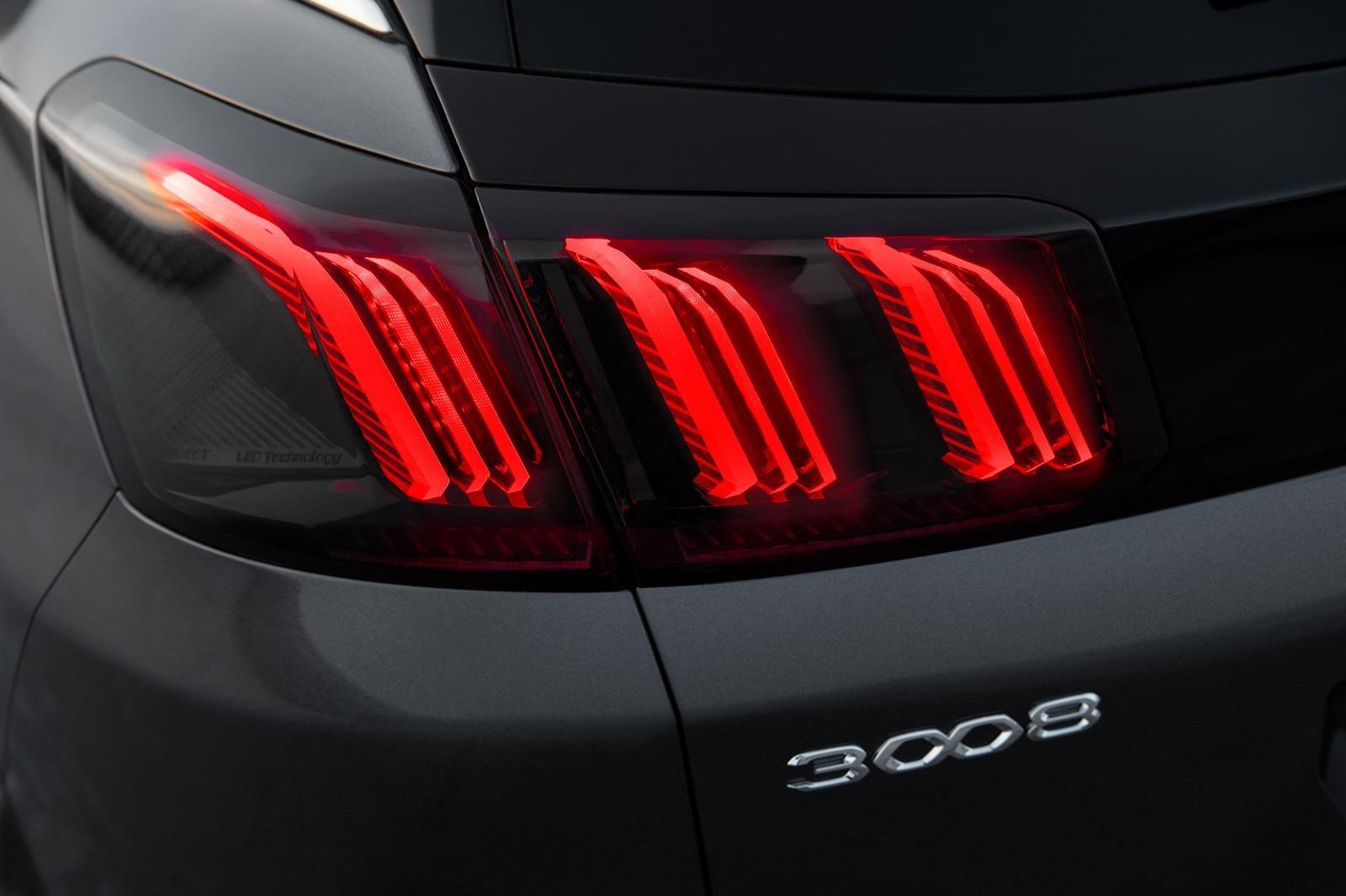 Đánh giá xe Peugeot 3008 2021 về thiết kế đuôi xe - Ảnh 1.