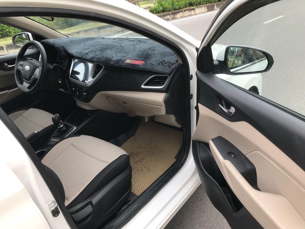 Bán xe Hyundai Accent sản xuất năm 2019, màu trắng, giá chỉ 390 triệu (7)