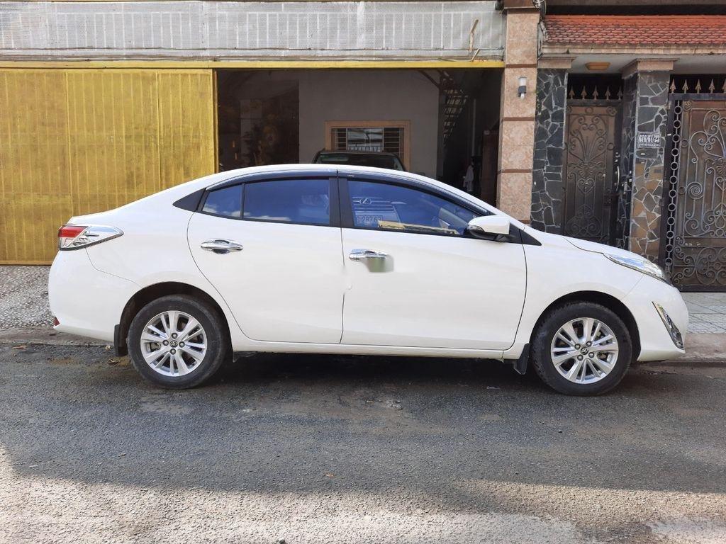 Cần bán xe Toyota Vios năm 2018, màu trắng (1)
