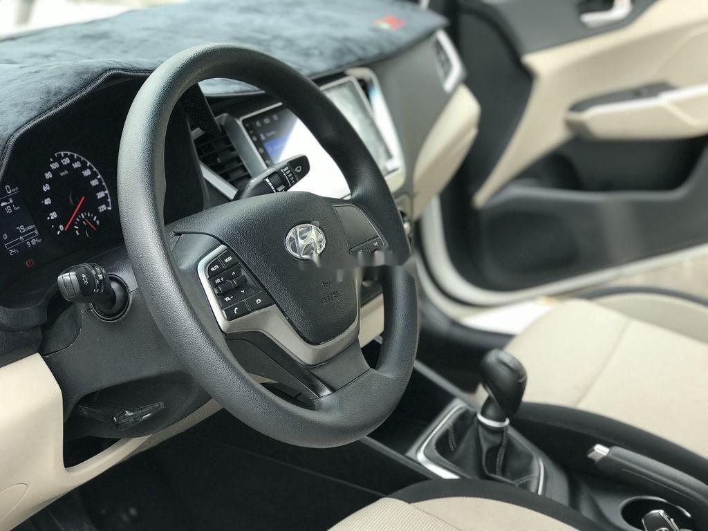 Bán xe Hyundai Accent sản xuất năm 2019, màu trắng, giá chỉ 390 triệu (10)