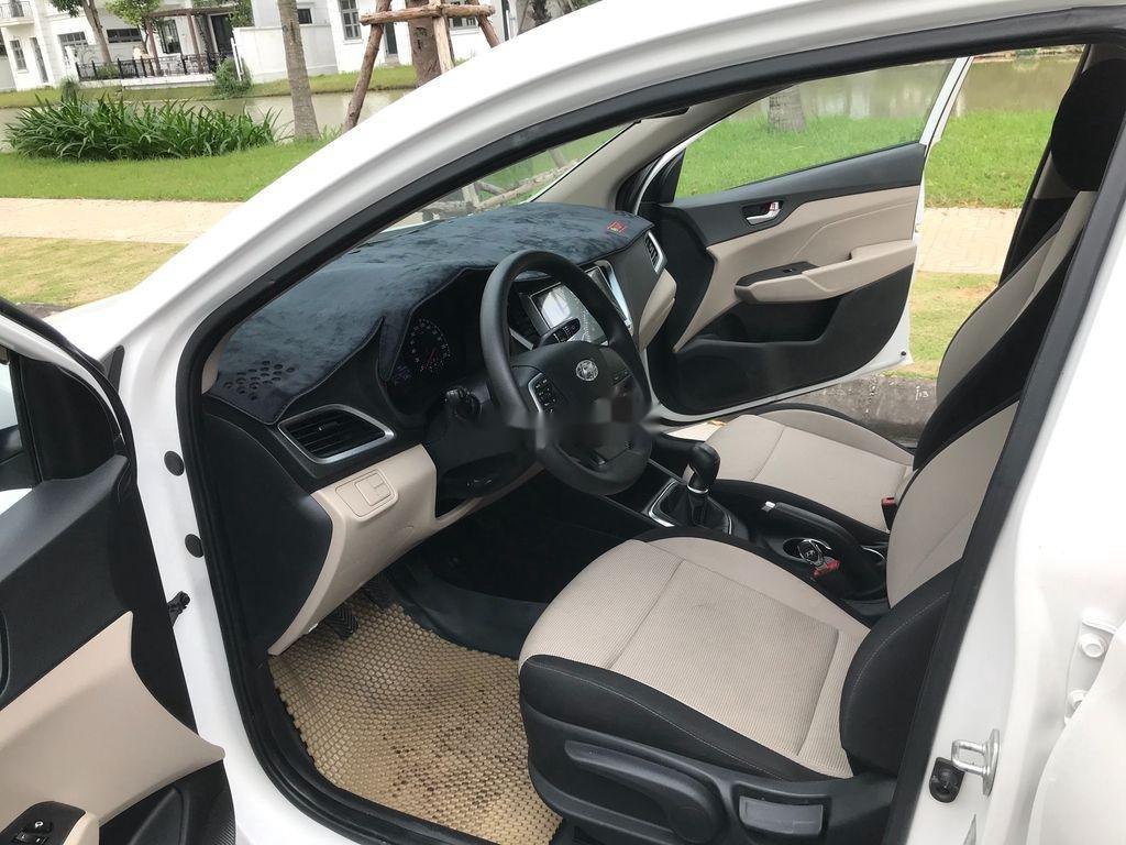Bán xe Hyundai Accent sản xuất năm 2019, màu trắng, giá chỉ 390 triệu (8)