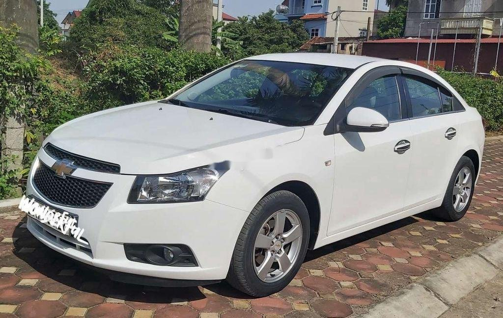 Bán xe Chevrolet Cruze sản xuất năm 2014, màu trắng (1)