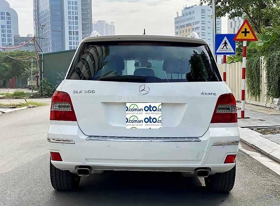 Cần bán Mercedes GLK300 4Matic năm sản xuất 2010, màu trắng, giá tốt (2)