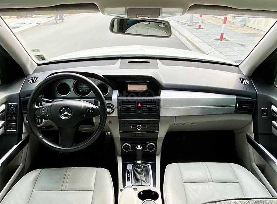 Cần bán Mercedes GLK300 4Matic năm sản xuất 2010, màu trắng, giá tốt (3)