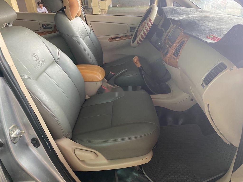 Bán ô tô Toyota Innova năm sản xuất 2006, màu bạc số sàn, giá chỉ 189 triệu (6)
