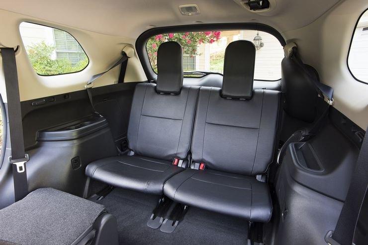 Hàng ghế thứ 3 trong xe SUV.