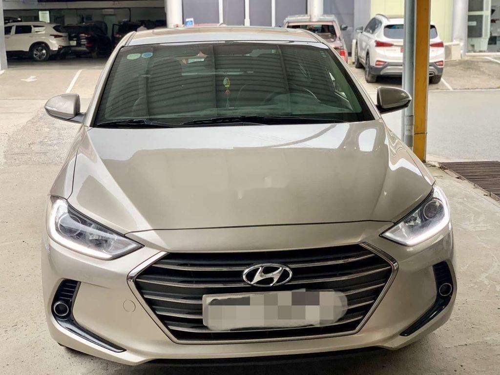 Cần bán lại xe Hyundai Elantra sản xuất 2018, giá thấp (1)