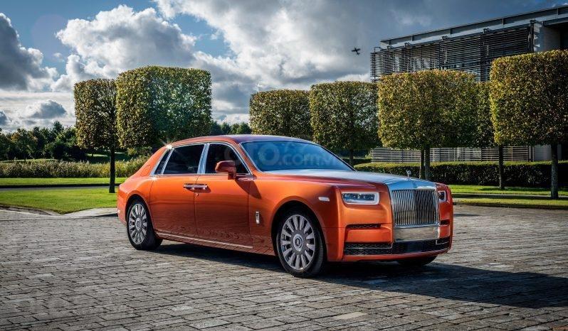 Rolls Royce Phantom VIII 2020, màu cam (1)