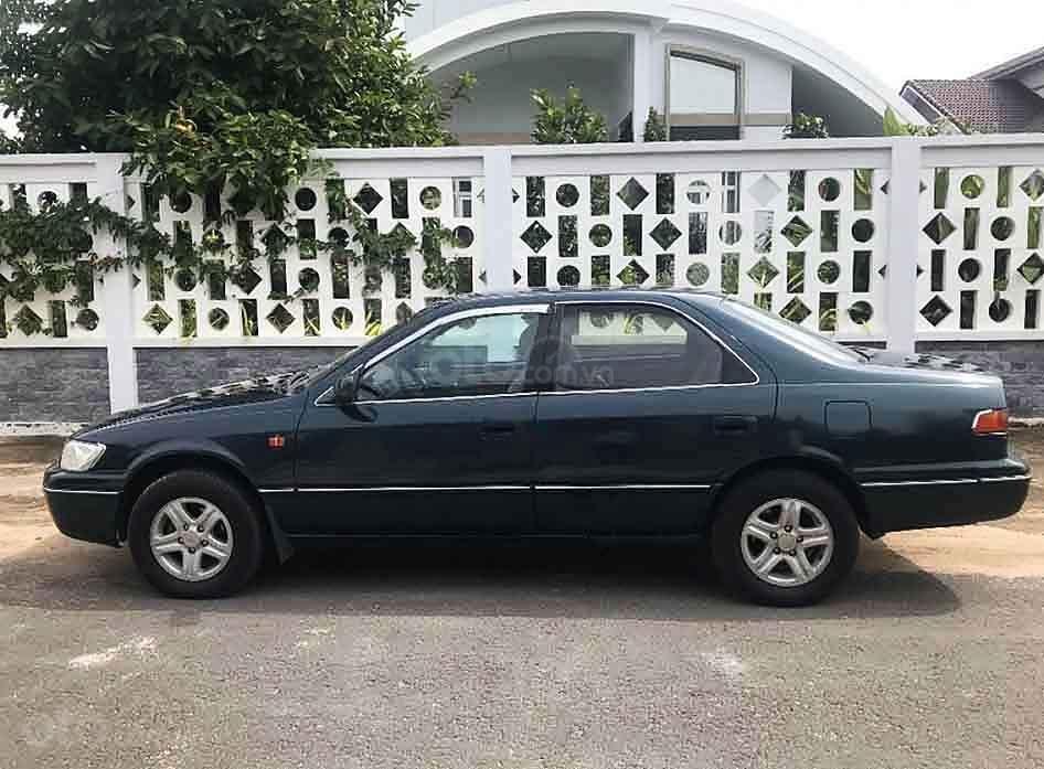 Bán Toyota Camry năm sản xuất 1998, màu xanh, xe nhập (2)