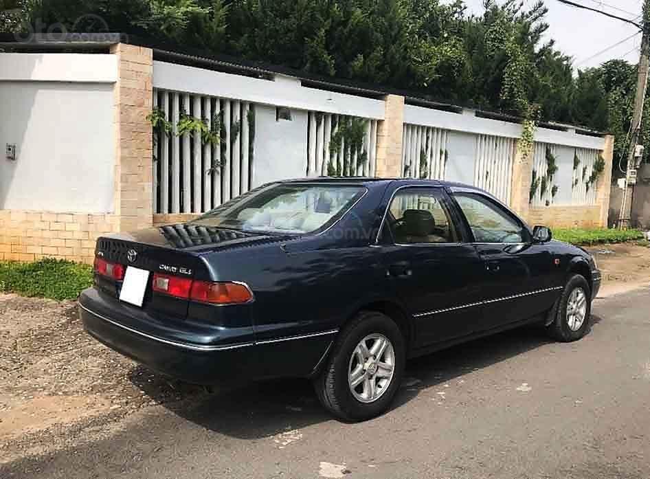 Bán Toyota Camry năm sản xuất 1998, màu xanh, xe nhập (3)