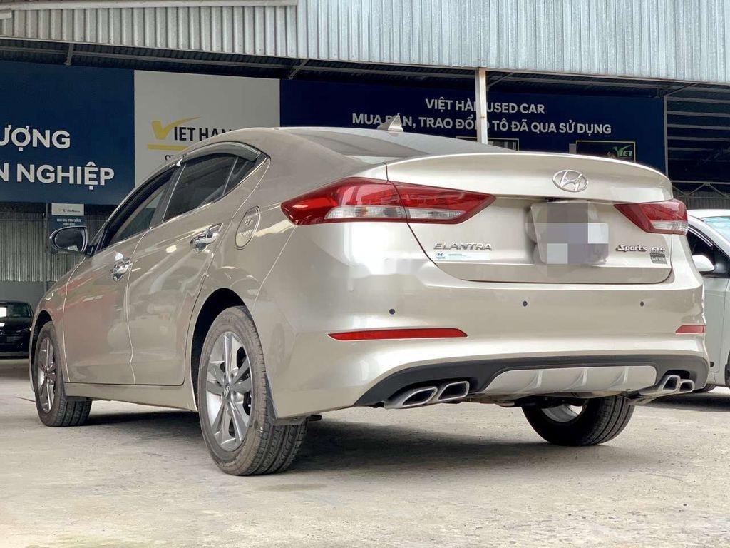 Cần bán lại xe Hyundai Elantra sản xuất 2018, giá thấp (4)