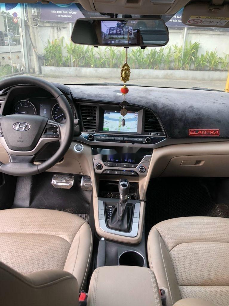 Bán xe Hyundai Elantra sản xuất 2018 còn mới (6)