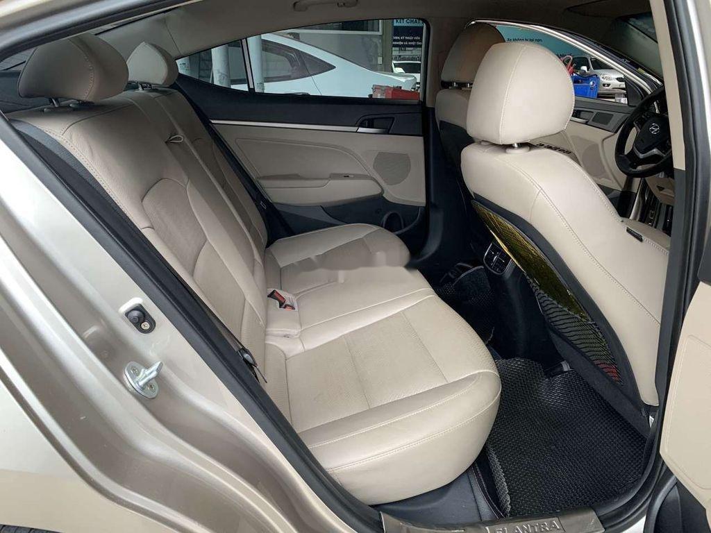 Cần bán lại xe Hyundai Elantra sản xuất 2018, giá thấp (7)