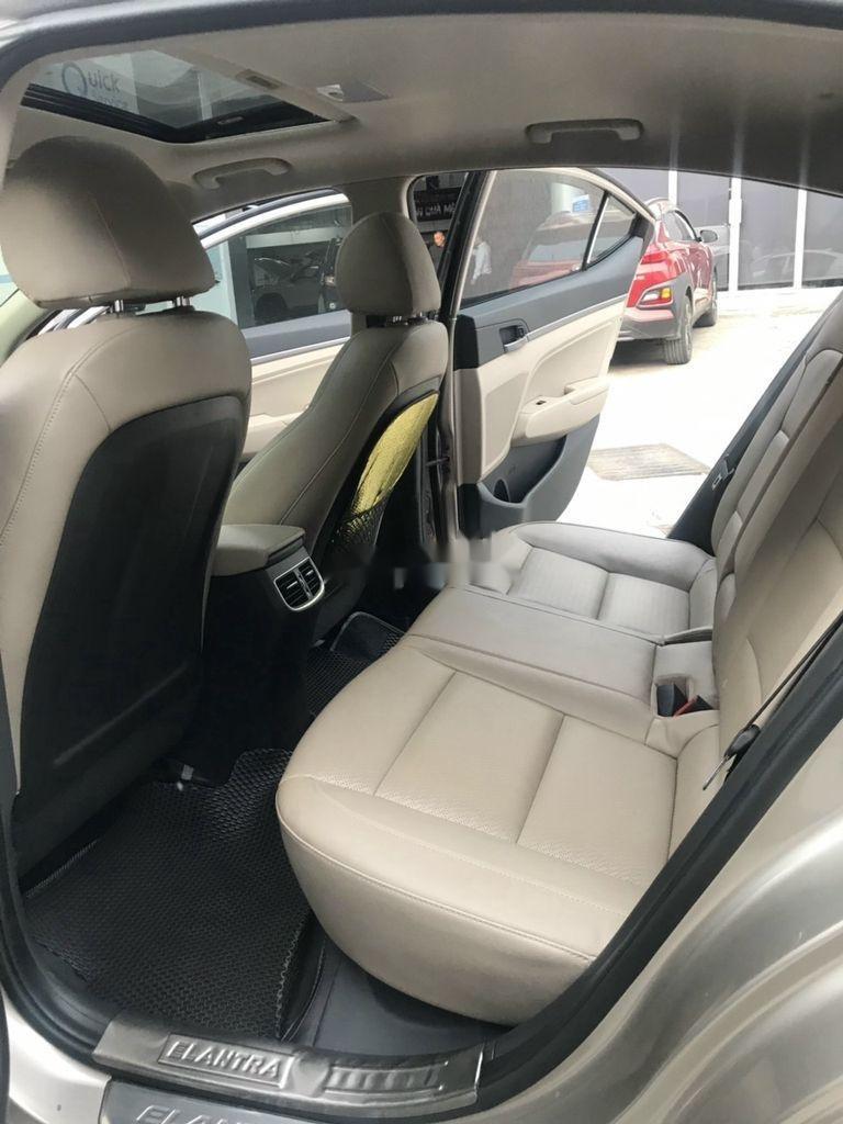 Bán xe Hyundai Elantra sản xuất 2018 còn mới (9)