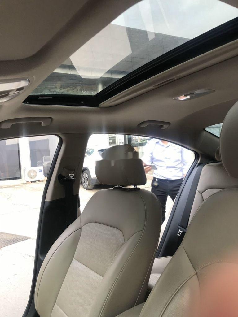 Bán xe Hyundai Elantra sản xuất 2018 còn mới (10)