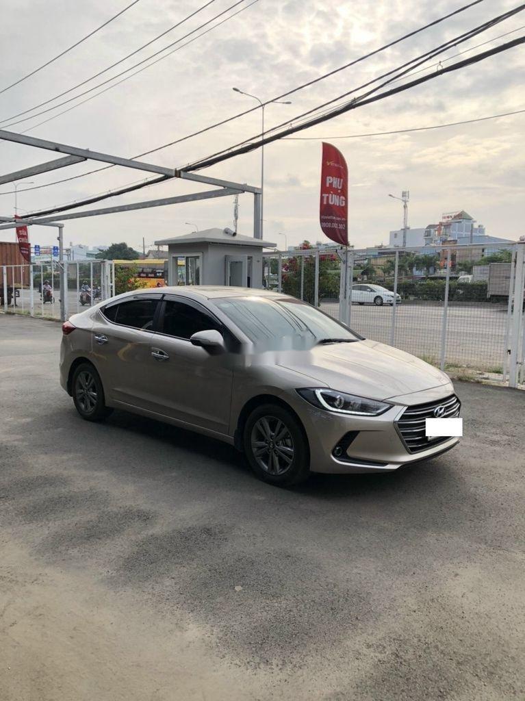 Bán xe Hyundai Elantra sản xuất 2018 còn mới (2)