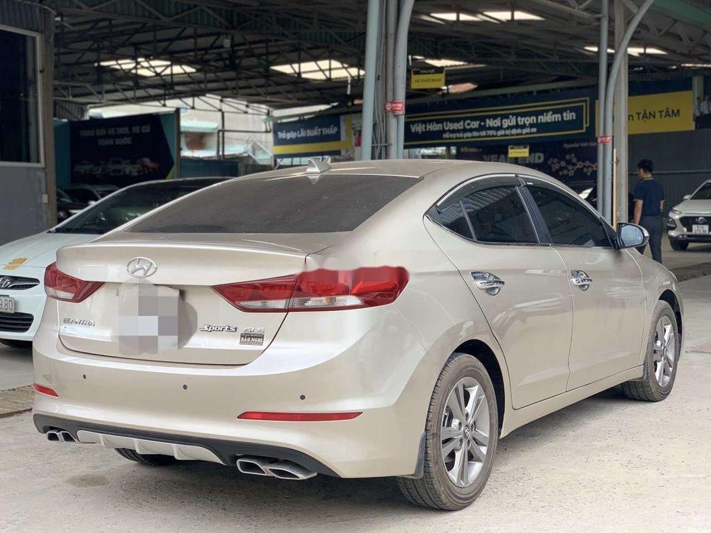 Cần bán lại xe Hyundai Elantra sản xuất 2018, giá thấp (3)
