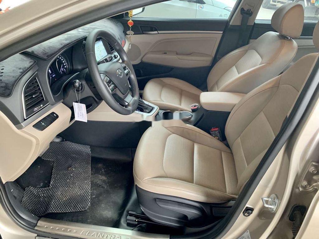 Cần bán lại xe Hyundai Elantra sản xuất 2018, giá thấp (6)