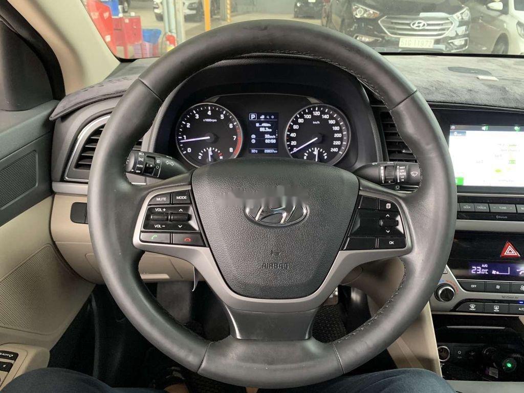 Cần bán lại xe Hyundai Elantra sản xuất 2018, giá thấp (10)