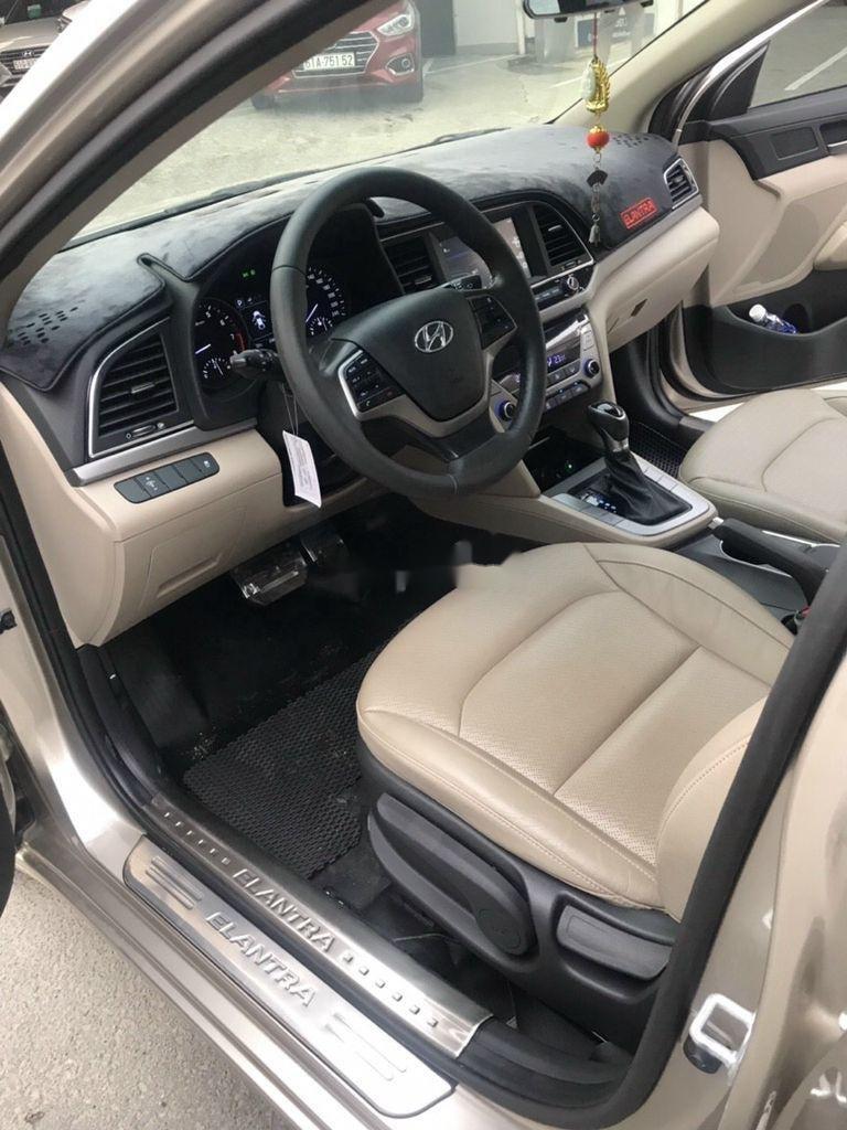 Bán xe Hyundai Elantra sản xuất 2018 còn mới (5)