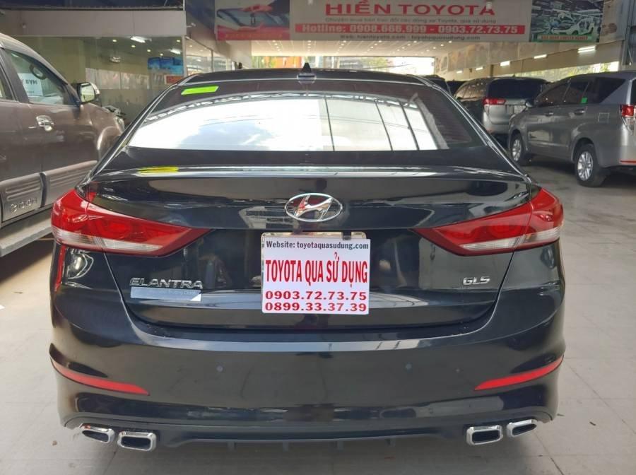 Bán Hyundai Elantra sản xuất năm 2017, màu đen như mới (11)