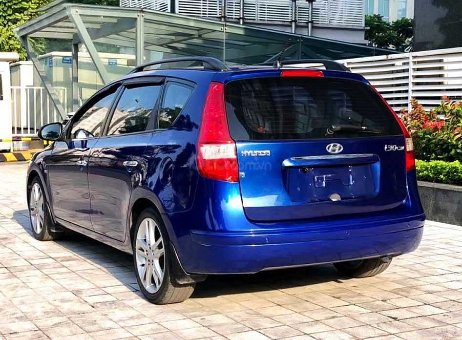 Cần bán gấp Hyundai i30 sản xuất 2010, màu xanh lam, xe nhập còn mới (2)
