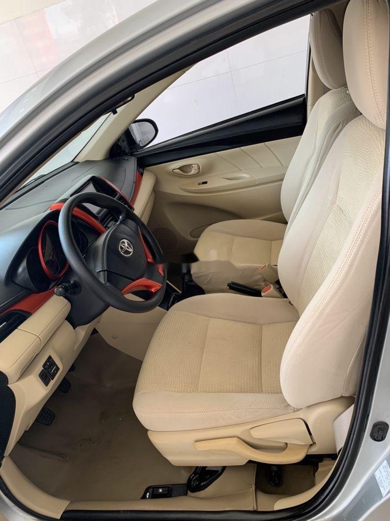 Cần bán xe Toyota Vios sản xuất 2015, màu bạc số sàn, 318tr (9)