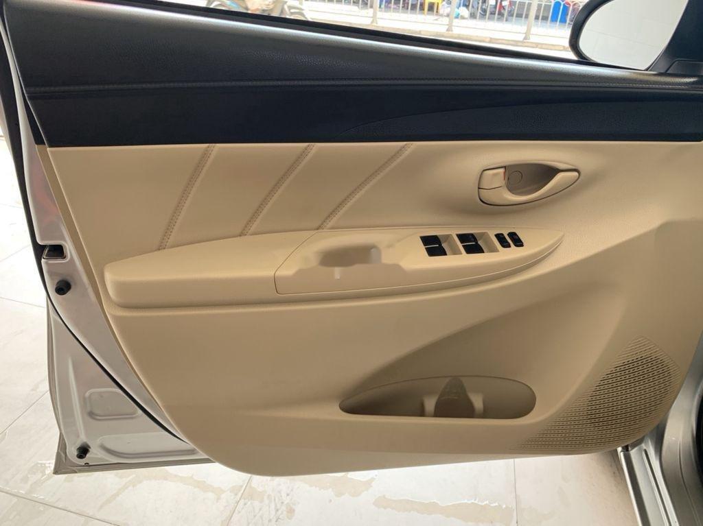 Cần bán xe Toyota Vios sản xuất 2015, màu bạc số sàn, 318tr (10)