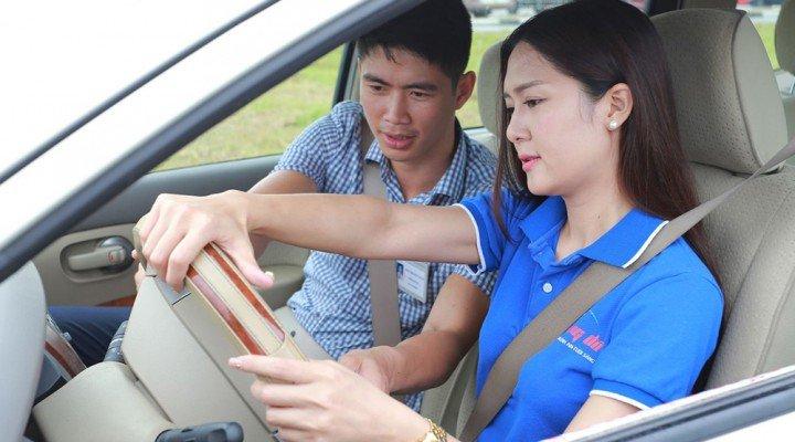 Giới hạn độ tuổi cao nhất khi thi bằng lái xe ô tô tại Việt Nam.